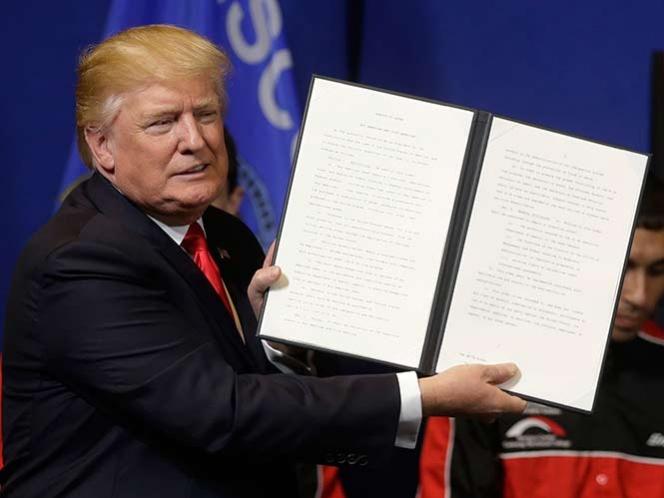 OTRO GOLPE;Trump firma orden para 'frenar' visas laborales de extranjeros