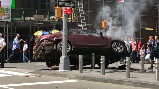 Accidente en Times Square deja un muerto y 23 heridos