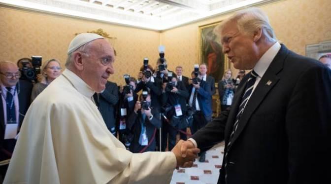 Papa Francisco recibe a Donald Trump y le invita a cultivar la paz
