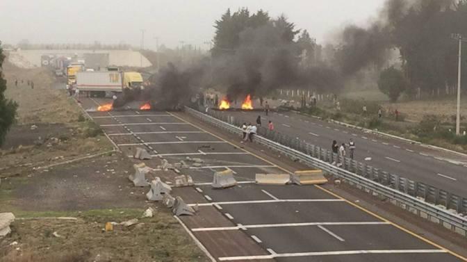 Liberan parcialmente autopista Puebla-Orizaba tras 5 horas de bloqueos