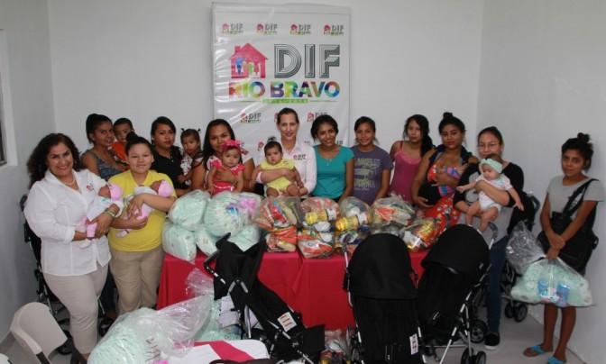 Entrega de apoyos a madres adolescentes en Rio Bravo