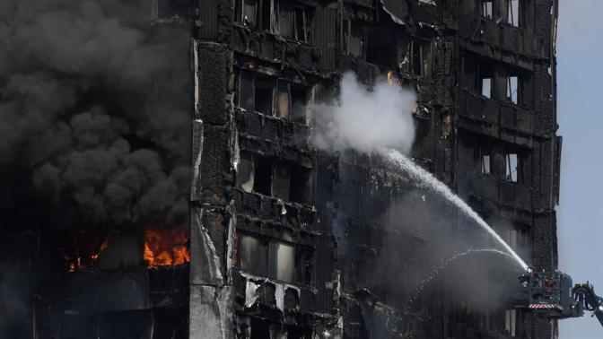 6 muertos, decenas de heridos en incendio en rascacielos residencial en Londres