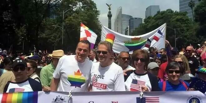 15 Embajadores  de Mexico, en marcha LGBTTTI