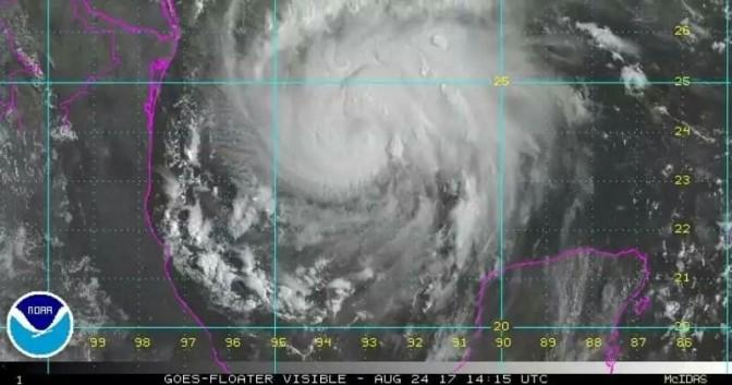 Harvey se convierte en huracán y se espera que llegue a Texas en las próximas horas con categoría 3