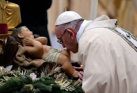 Papa pide en Reyes rechazar los placeres y hacer el bien