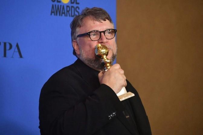 Guillermo del Toro agradece a sus 'monstruos', al recibir el Globo de Oro