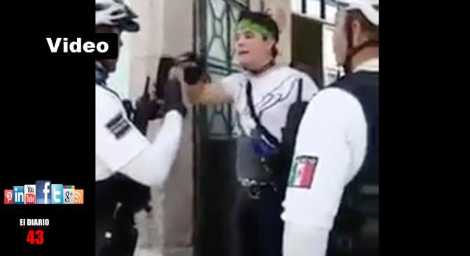 Detienen a madre e hijo por atacar a personal de escuela en Aguascalientes
