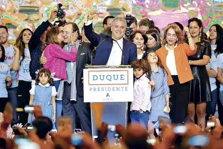 Duque vence a la izquierda en Colombia…