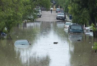 Realizan más de 200 rescates en zonas inundadas del Valle..