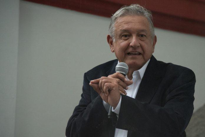 AMLO acusa a consejeros por multa a Morena..