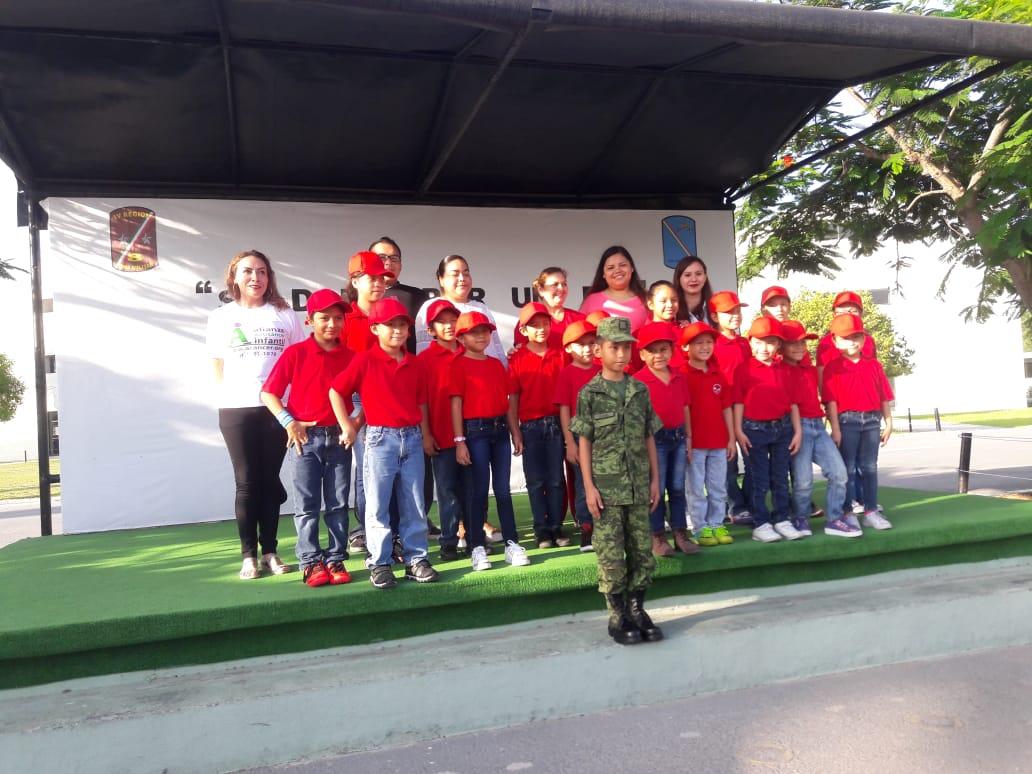 """Cumplen sueño de niño de """"Casa Hogar Mami"""" en Reynosa.."""