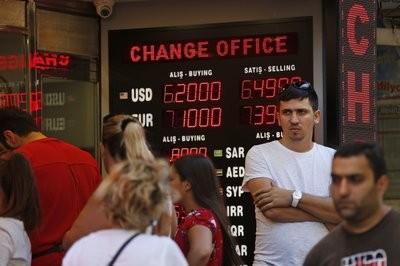 Turquía sube aranceles a bienes de EEUU, aviva el conflicto