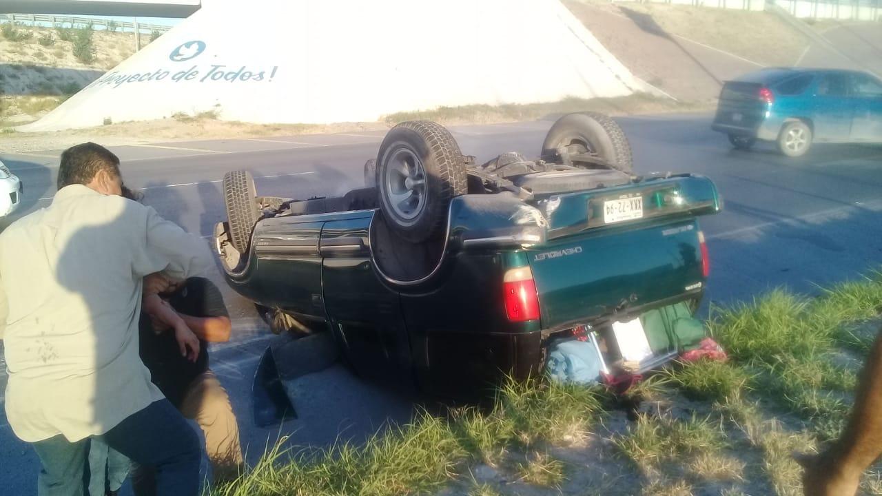 Vuelca vehículo en bulevar Morelos..