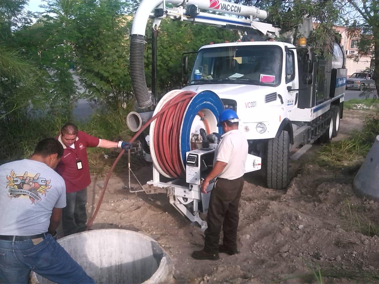 Avanza COMAPA con sondeo y limpieza en drenajes de Reynosa..