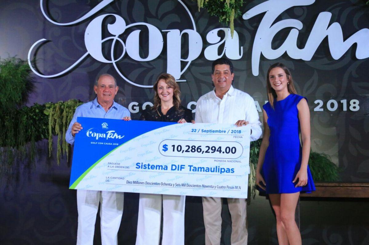 """Premian Gobernador y Presidenta del DIF a ganadores de la """"Copa Tam, Golf con Causa""""..."""