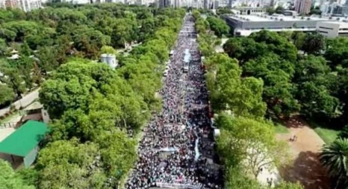 Miles de 'providas' toman las calles de Buenos Aires