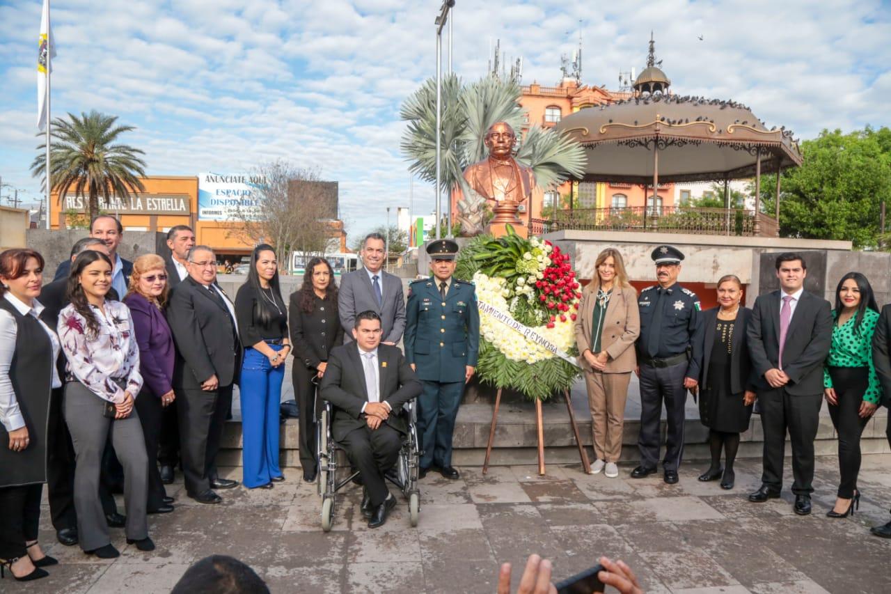 Conmemora R. Ayuntamiento Natalicio CCXIII de Benito Juárez