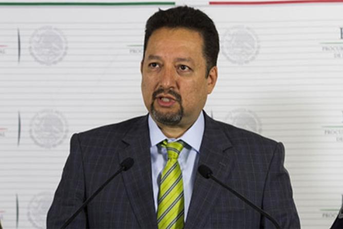 Extitular de la SEIDO se ampara ante posible arresto