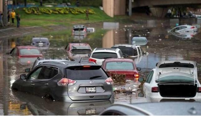 Caos por lluvia en Monterrey