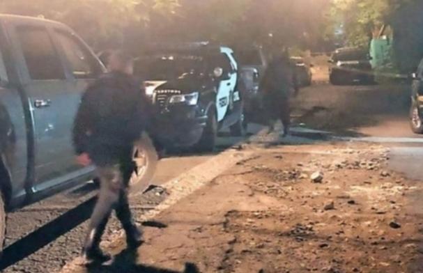 Sujetos tiran cuerpos en calles de Monterrey y les prenden fuego
