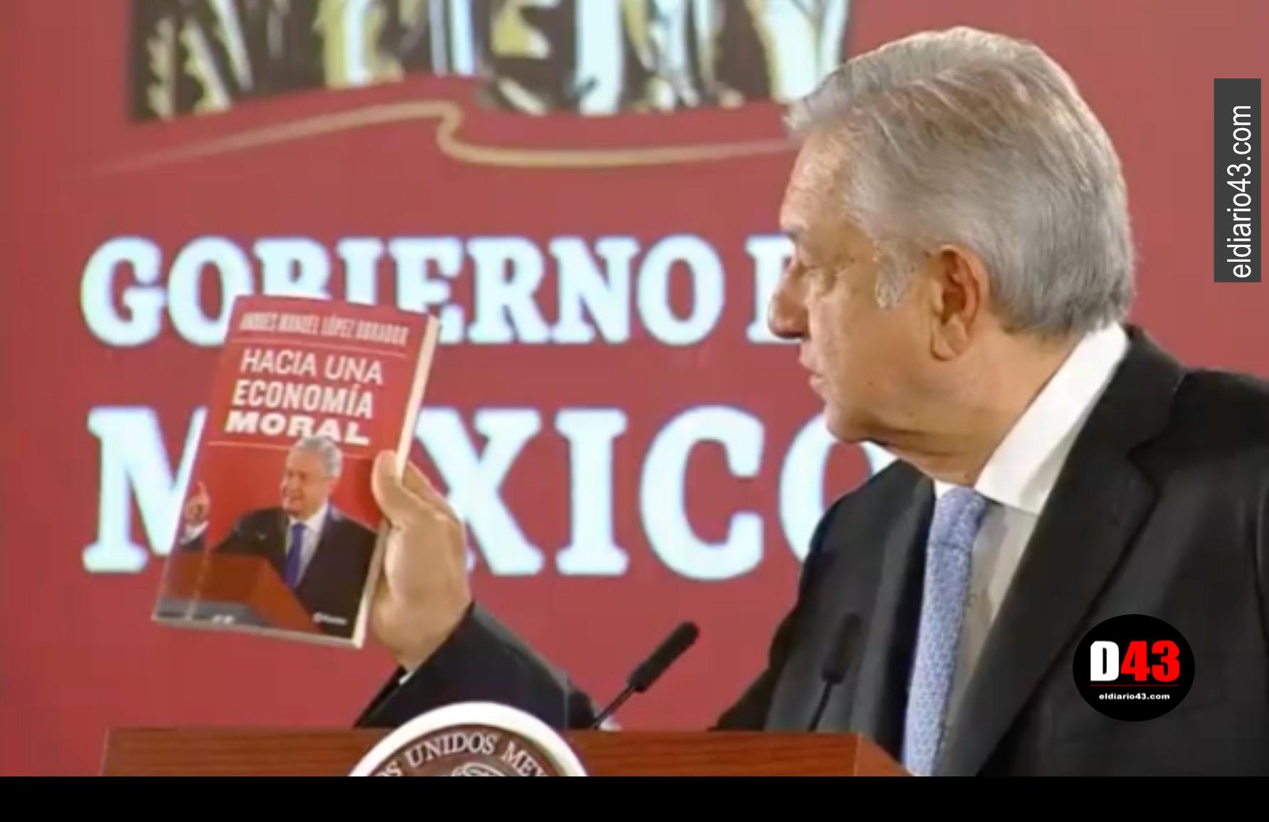 """AMLO presume su nuevo libro """"Hacia una nueva economía moral"""""""
