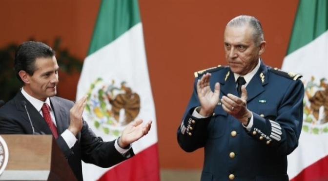 Salvador Cienfuegos habría sido detenido por tráfico de drogas y lavado de dinero, asegura AP