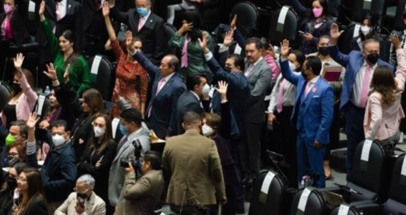 Tras 19 horas de sesión por Miscelánea Fiscal, choques físicos y verbales, diputados dictan receso