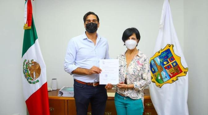 Alcalde Carlos Peña entrega nombramientos